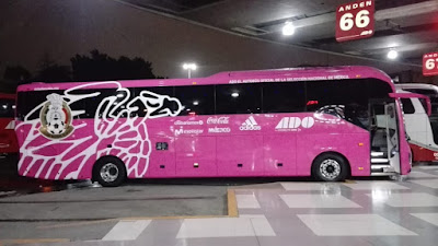 autobús de la seleccion nacional ado rosa