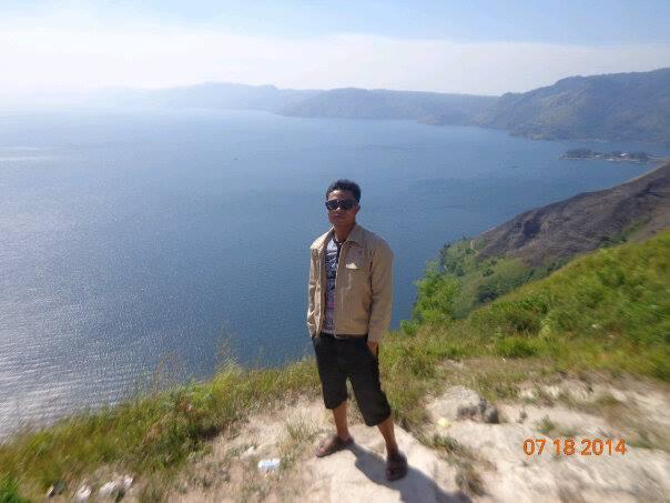 Panorama Danau Toba dari Bukit Senyum Motung