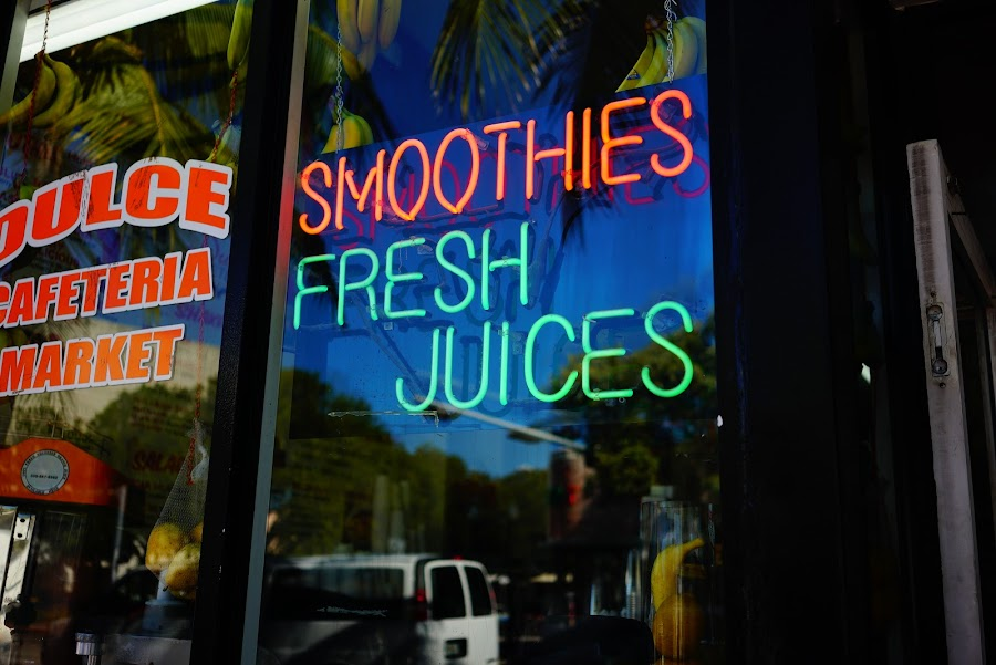 Dulce Café smoothies, coffee and breakfast, South Beach, Miami