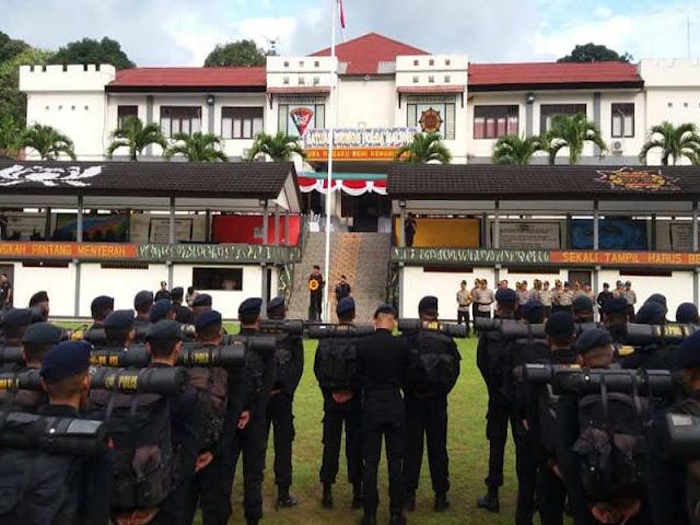 Andap Budhi Revianto Lepas Personel Pengaman Pemilukada di Maluku
