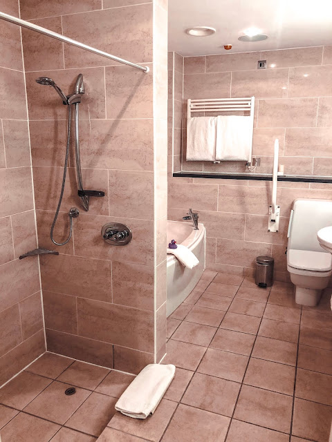 Seaham Hall Hotel - Suite Bathroom