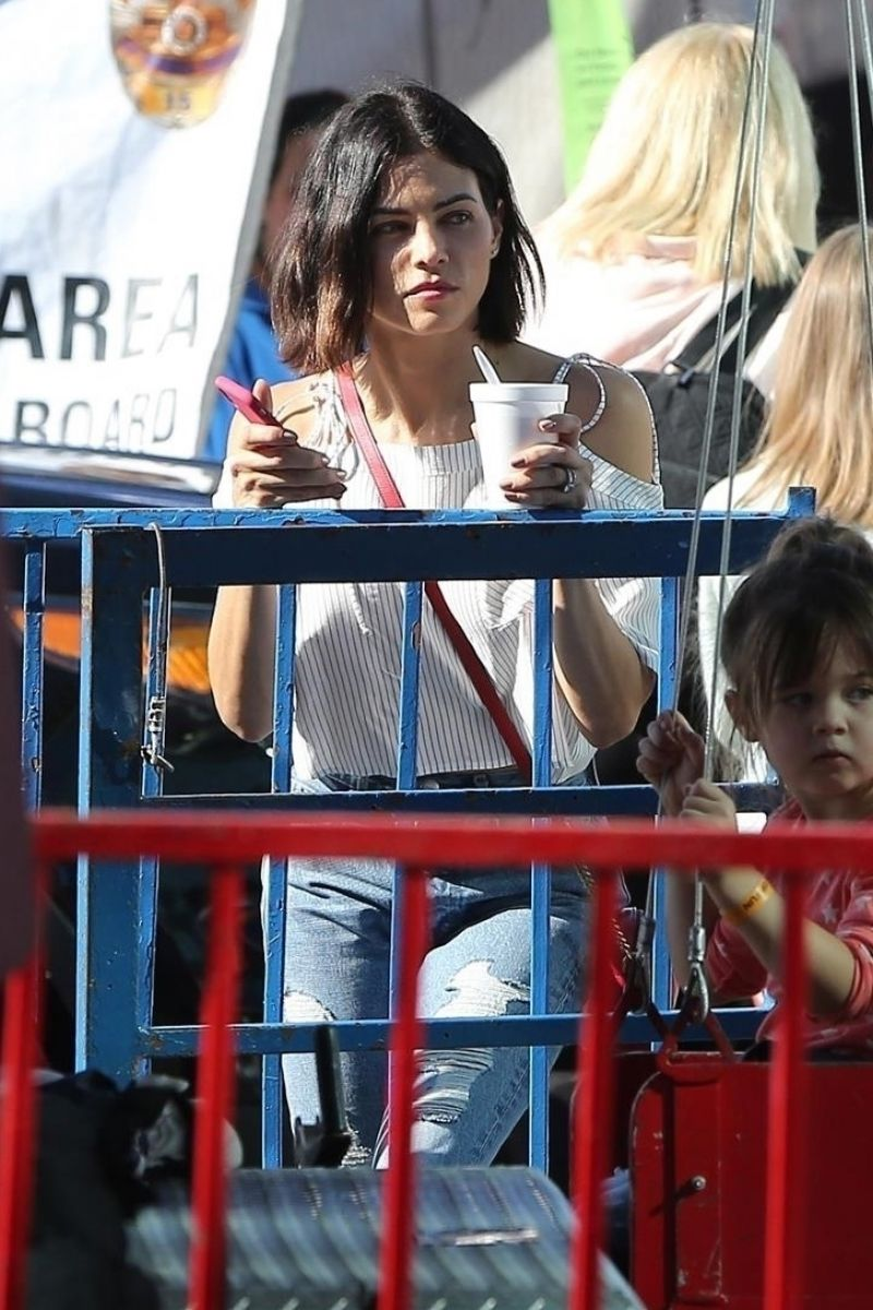 Photo of Jenna Dewan Shopping at Farmers Market in Studio City