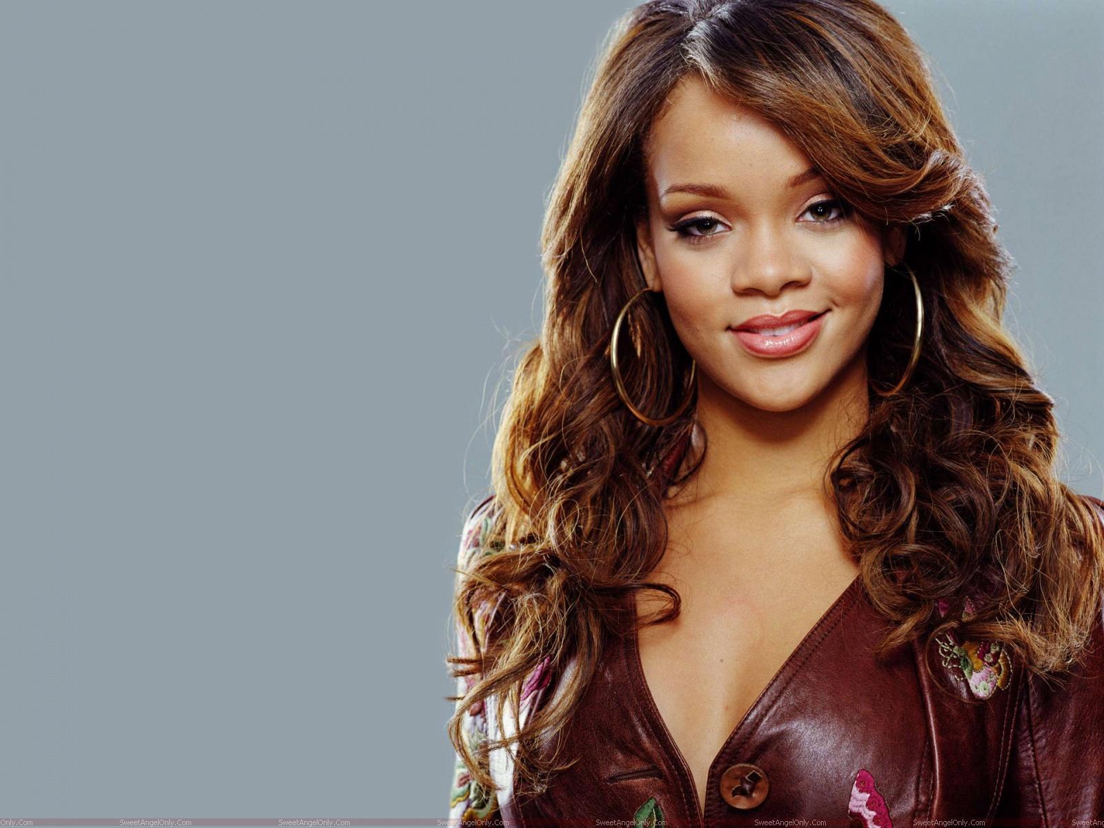 Rihanna: Rihanna-Biography, Hot HD Pictures