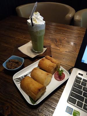 Singkong goreng sambal roa ALenia Papua Coffee. Source: jurnaland.com