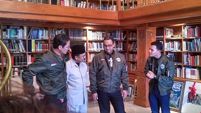 Wow, Jaket Bomber Anies-Sandi Pemberian BJ Habibie Jadi Milik Negara