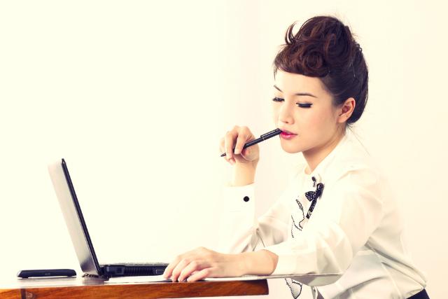 Gen-Y-female-at-computer