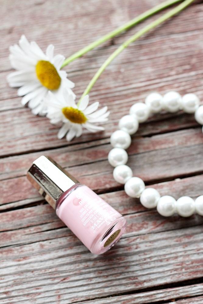 mavala Riga Nailpolish pearls kynsiakka daisys