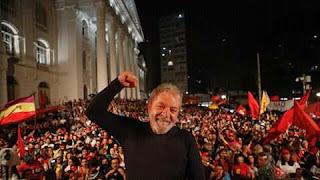O povo que o ex presidente Luís Inácio lula da Silva na eleições 2018