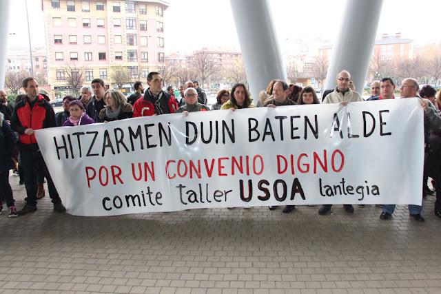 Los trabajadores del taller municipal Usoa se movilizan en demanda de un convenio digno