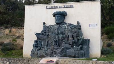 estatua de carlos v a la salida de cuacos de yuste
