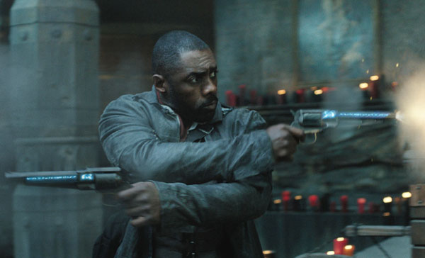 Roland (Idris Elba) shows off his gun-slinging skill in THE DARK TOWER (2017)