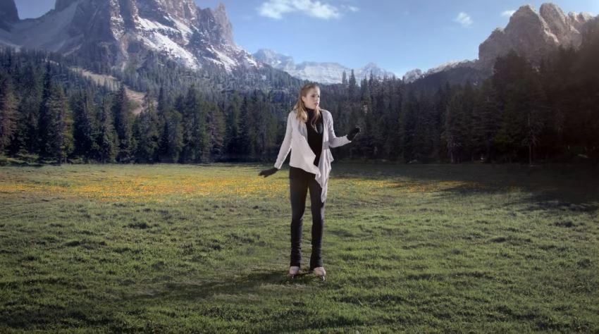 Modella Suzuki pubblicità 4x4 allgrip con Foto - Testimonial Spot Pubblicitario Suzuki 2016