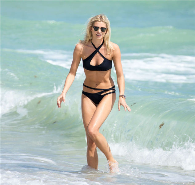 Photos Lena Gercke Bikini Candids on Miami Beach