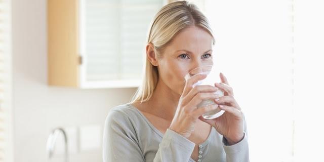 Ternyata Minum Air Putih Bisa Menjadi Pengganti Obat Sakit Kepala