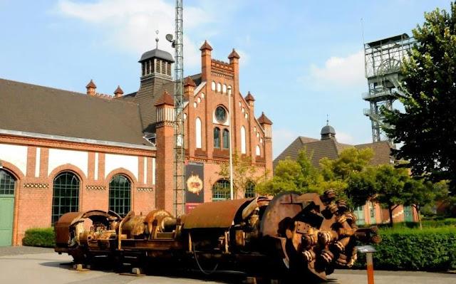 oude mijnsite zechen-zollern Dortmund, mijnarchitectuur, kunst in het ruhrgebied, baksteengotiek