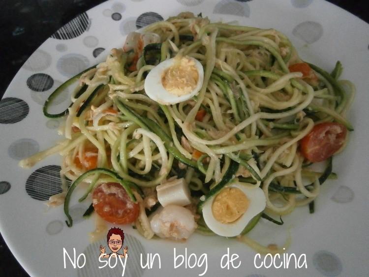 Ensalada de espaguettis de calabacin-zoodles de calabacín