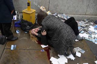 http://vnoticia.com.br/noticia/1327-ataque-fora-do-parlamento-britanico-em-londres-deixa-um-morto-policia-trata-como-terrorismo