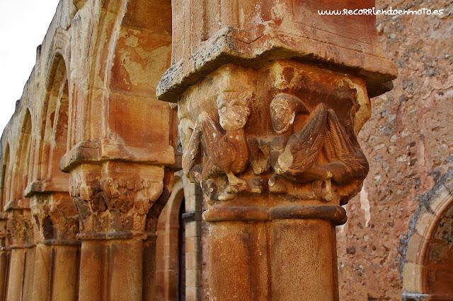 Detalle capitel claustro S. Juan de Duero, Soria
