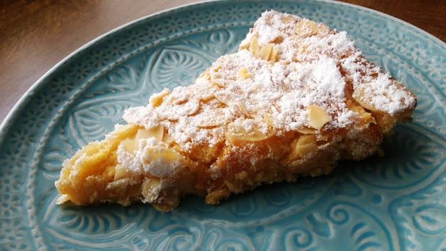 Zitroniger Kuchen mit leichter Bitternote. Sehr fluffig, sehr zart, auch als Dessertkuchen geeignet.