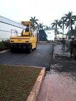pekerjaan pengaspalan harus teliti agar jalan tidak cepat rusak
