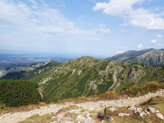 Szlak na Kasprowy oferuje widoki przede wszystkim na zachodnią część najwyższych polskich gór