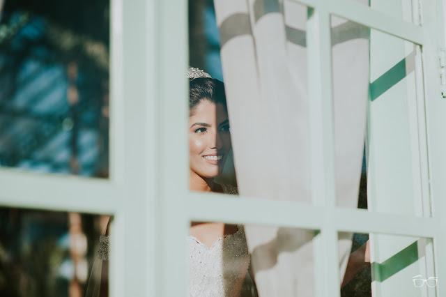 casamento real, casamento a céu aberto, casamento no jardim, casamento no campo, passarela de espelho, flores do campo, cerimônia, decoração de cerimônia, varal de lâmpadas, relicário, buquê da noiva, bouquet, vestido de noiva, vestido de renda, villa giardini
