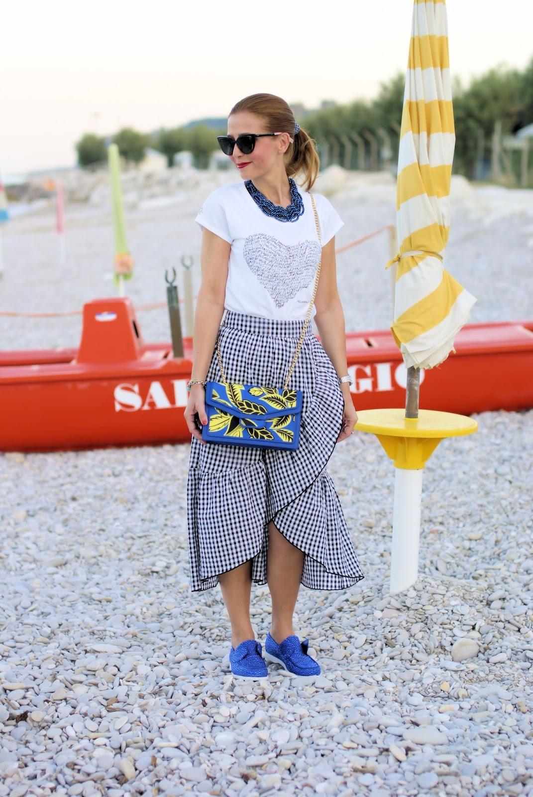 The gingham trend and Simocal t-shirt, Le Silla boat shoes on Fashion and Cookies fashion blog, fashion blogger style