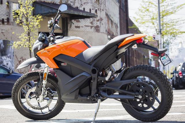 Chiêm ngưỡng chiếc xe máy điện Zero DS ZF6.5 với công suất 34 mã lực