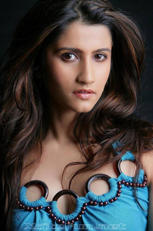 Smilie Suri Latest Hot Images