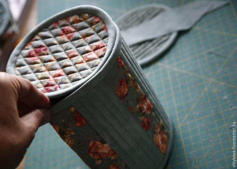 Round Cosmetic Bag DIY Picture Tutorial.