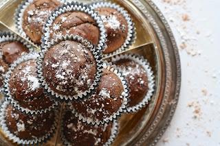 Εύκολη και γρήγορη συνταγή για νηστίσιμο κέικ με κακάο