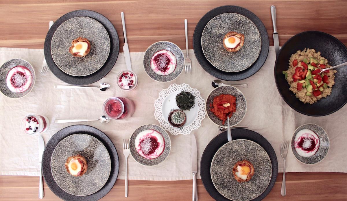 Brunch Rezepte Einfach Muhammara Quinoa Salat Kokos Quark Ei Speck Muffin auf Lambert Geschirr