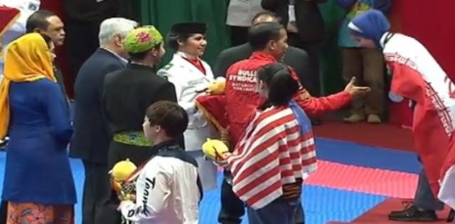 Enggak Muhrim, Atlet Cantik Iran Ini Ogah Bersalaman dengan Jokowi