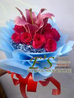 bunga tangan hortensia dan mawar fanta