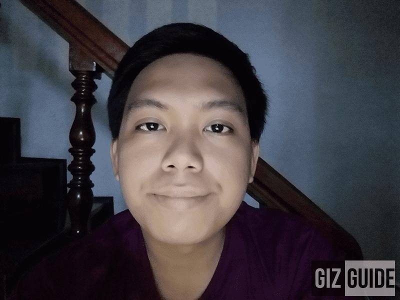 Lowlight selfie w/ screen flash