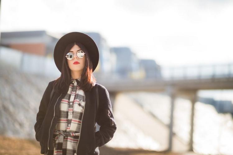 okulary lenonki stylizacja