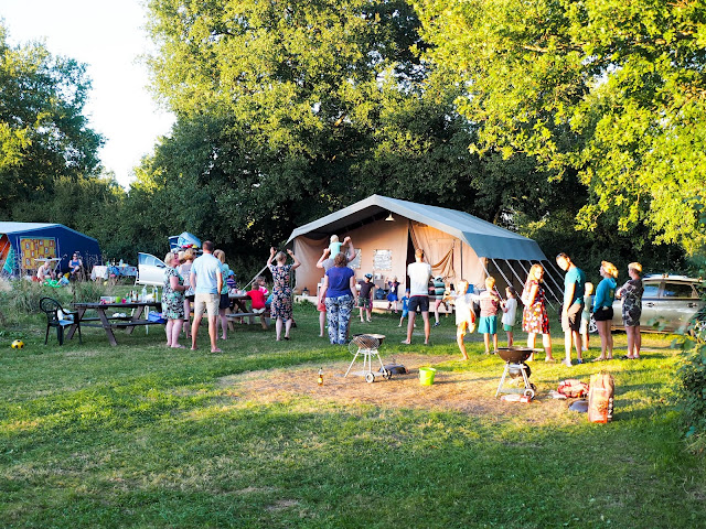 spontaan optreden op de camping