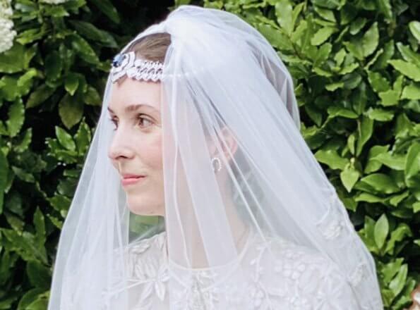 Princess Raiyah of Jordan got married to British journalist Ned Donovan. Princess Raiyah wear Queen Noor's diamond and sapphire brooch