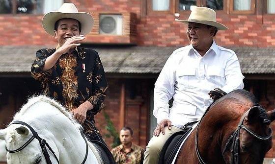 Jokowi dan Prabowo Naik Kuda di Hambalang