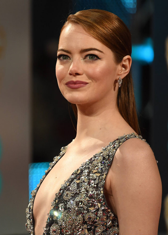 emma stone sexy pics at british film academy awards 01