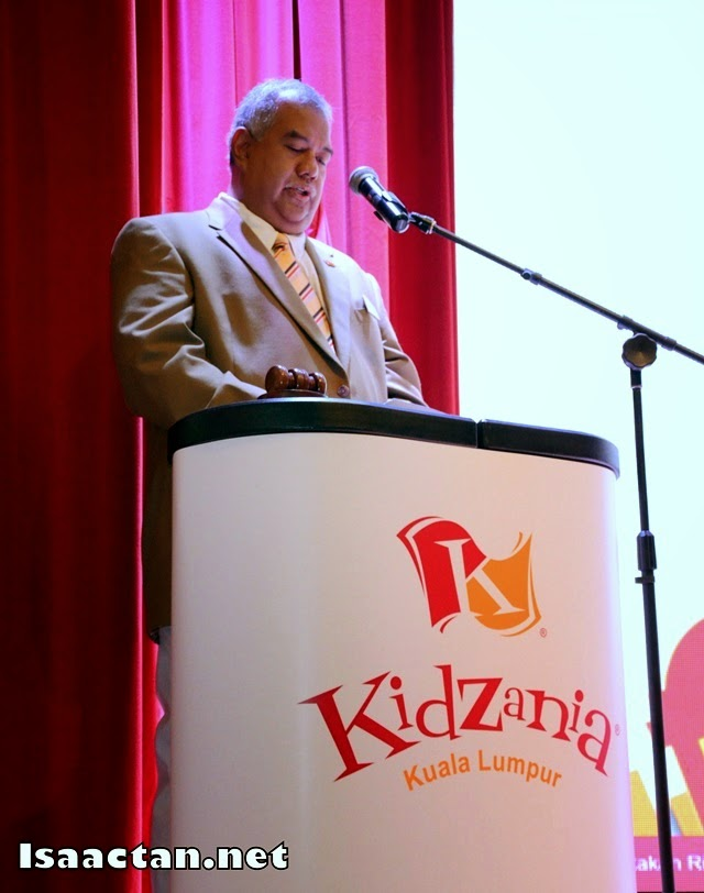 Y.M Tunku Dato Ahmad Burhanuddin, MD and CEO of Themed Attractions and Resorts Sdn Bhd and Governor of Kidzania Malaysia giving his speech