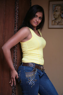 Actress Kiruthika Spicy Gallery (6)