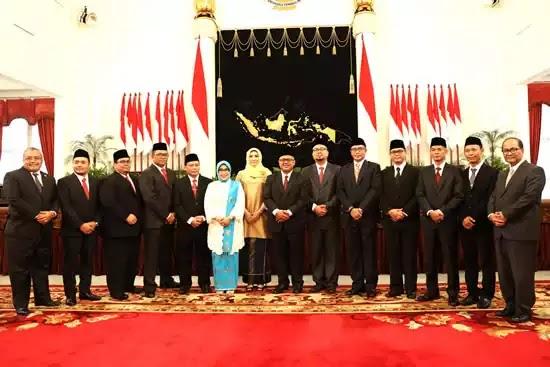 Presiden Jokowi pada pelantikan anggota KPU dan Bawaslu