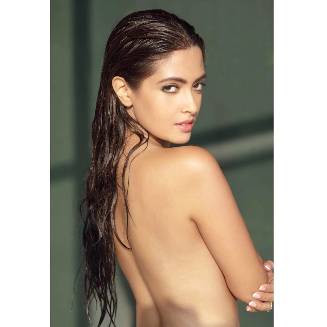 Riya Sen Topless Photo shoot, Riya Sen topless