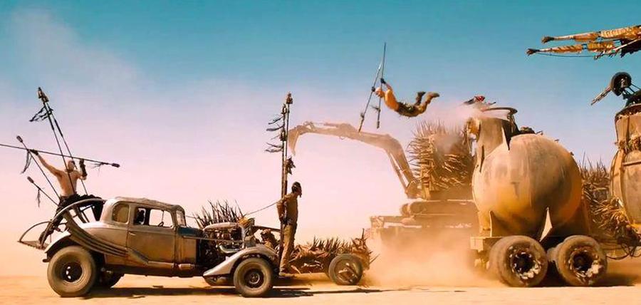 Maşinile ciudate, exploziile de proporţii şi cursele mortale sunt ingredientele noului film Mad Max: Fury Road