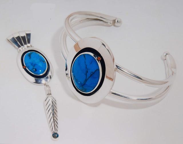 Niigiwin miinawaa Aanji-niigiwin jewelry set by Zhaawano