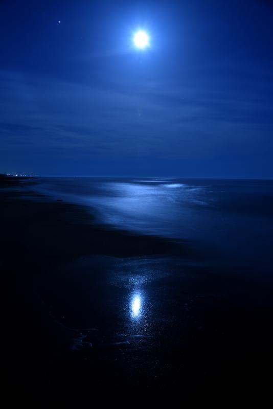 夜の海。月光写真