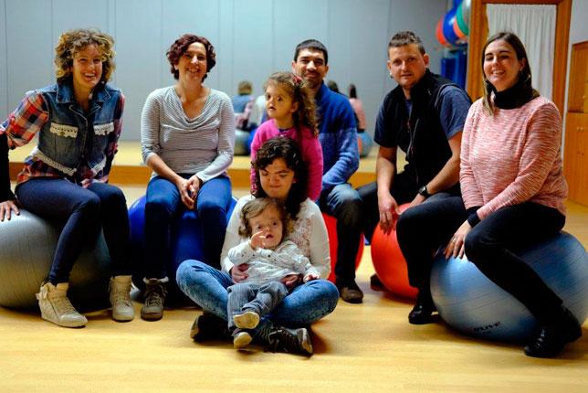 De izquierda a derecha, detrás: Cristina, Txus, Ricardo, Fran y Sonia. En el centro, de arriba a abajo: Naroa, Haizea y Emma