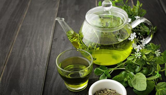 5 chás para baixar o colesterol -  Chá verde