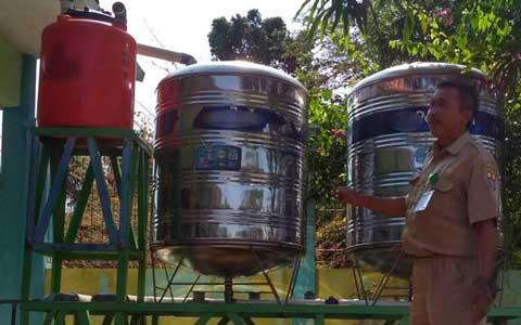 persediaan air bersih di argasunya makin minim